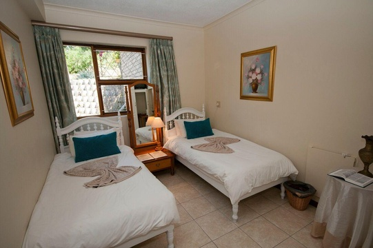 Room No1, Lagoon Breeze Guest House